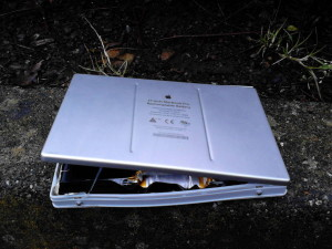 17-inch_macbookpro_rechargeable_battery_failure_volume_increased