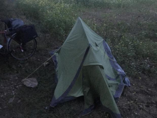 Zelt auf Acker