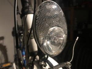 Vordere Lampe an einem Fahrrad