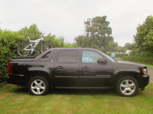 chevrolet_avalanche_pick-up_with_bicycle