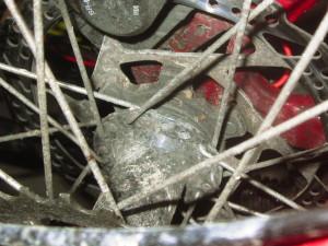 Bremsscheibenseitig fehlen hier zwei Speichen