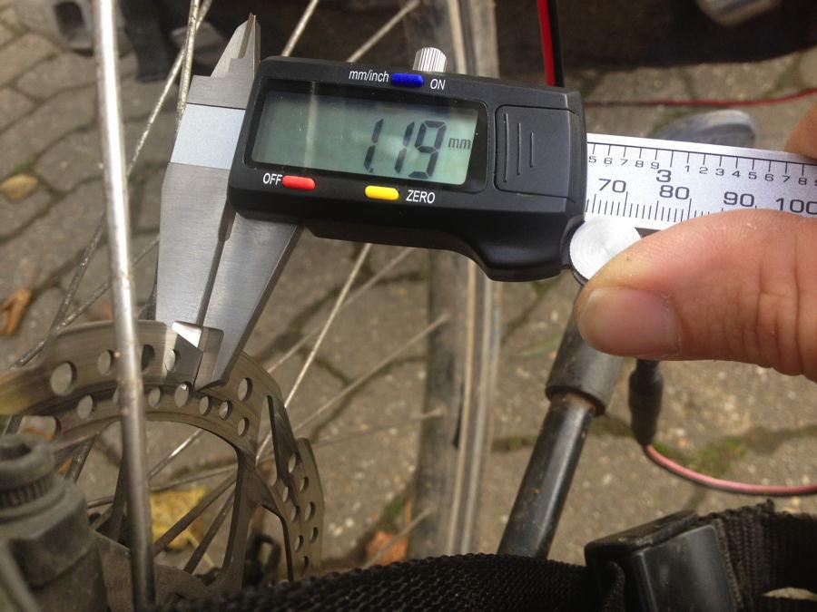 digitale_schieblehre_verschlissene_bremsscheibenscheibe_fahrrad