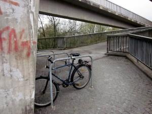 eiger_nord_fahrradstaender_unter_fussgaengerbruecke