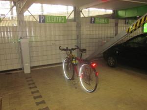 elektrofahrrad_elektro_stellplatz_parkahus_hofaue