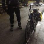 fahrrad_mit_scheinwerfer_am_lenker