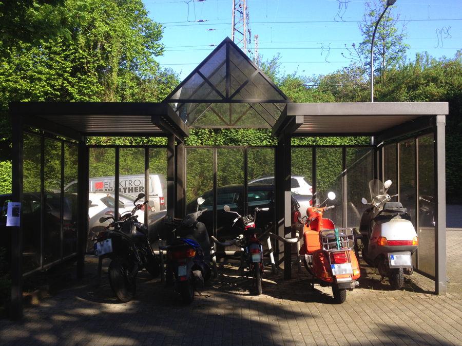 fahrradst nder am bahnhof zoo mit dem fahrrad zur arbeit. Black Bedroom Furniture Sets. Home Design Ideas
