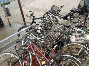 fahrradstaender_umgekippte_fahrraeder