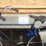 fahrraeder-anlehnen-verboten-schild_mit_fahrrad_davor