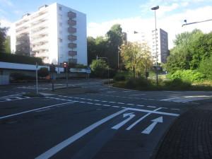 Ende der Einbahnstrasse mit Fahrbahnmalerei