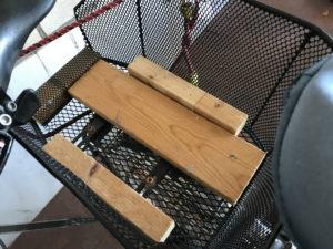 Holzlatten in für mich nicht nachvollziehbarer Anordnung