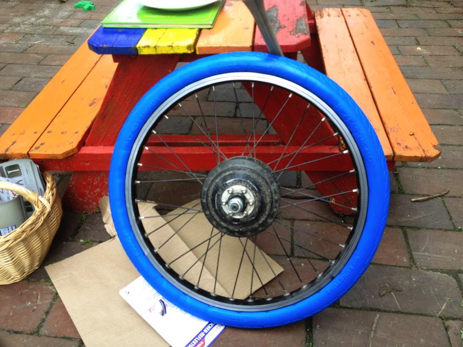 vollgummireifen blau 20 mit dem fahrrad zur arbeit. Black Bedroom Furniture Sets. Home Design Ideas