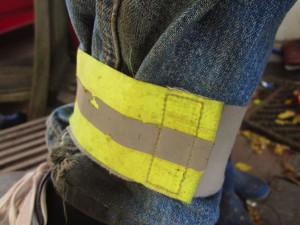 Klettband an Hosenbein angelegt