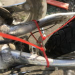 Hinterradschutzblech mit Kabelbindern fixiert