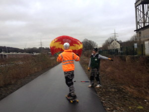 kite_with_skate-long-board_nordbahntrasse_wuppertal