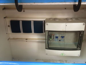 ladestation_pedelec_geoeffnet_sicherungskasten_schukosteckdosen