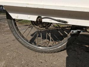 Kabelauslass aus dem Hinterrad eines Seilzugtrikes