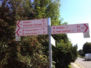 niederbergbahn_kreuzt_autobahnzubringer_haan-ost