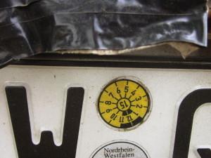 Für Autohalter gibt es den TÜV und Plaketten