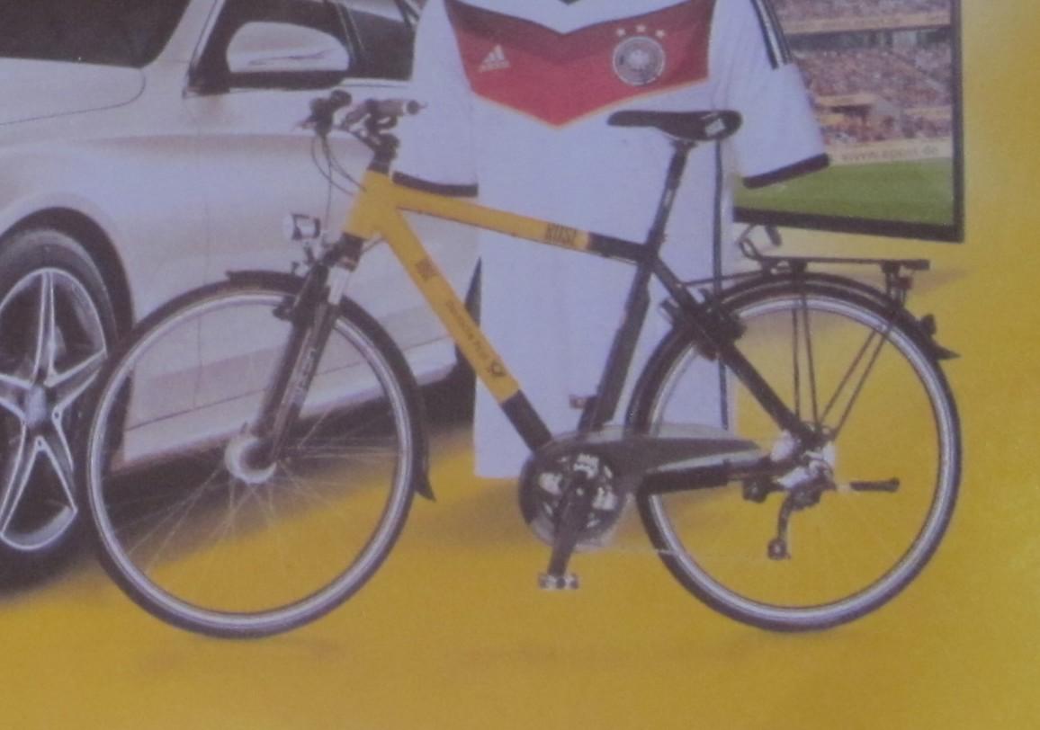 gespiegelte fahrr der mit dem fahrrad zur arbeit. Black Bedroom Furniture Sets. Home Design Ideas