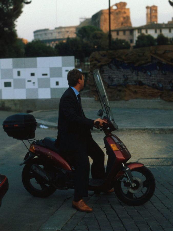 rom_italien_motorrollerfahrer_ohne_helm