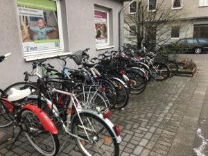 Gut belegter Fahrradständer