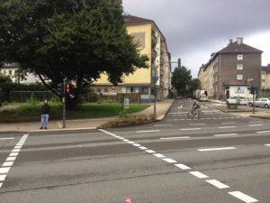 """Fußgängerfurt an der """"Historischen"""" Stadthalle Wuppertal"""